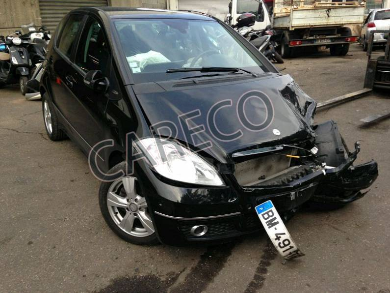 Photo véhicule accidenté : Mercedes Classe A Phase 2 (W169) 5P A180 2.0 CDi Monospace 109 cv Avantgarde