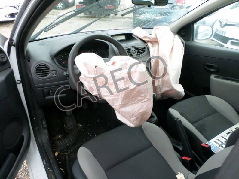 Photo véhicule accidenté : RenaultClio III Société Phase 2 1.5 dCi 68 cv